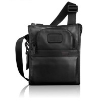 TUMI Leather Pocket Bag Small Black / Sling bag