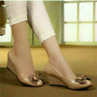 wedges pita polkadot cream